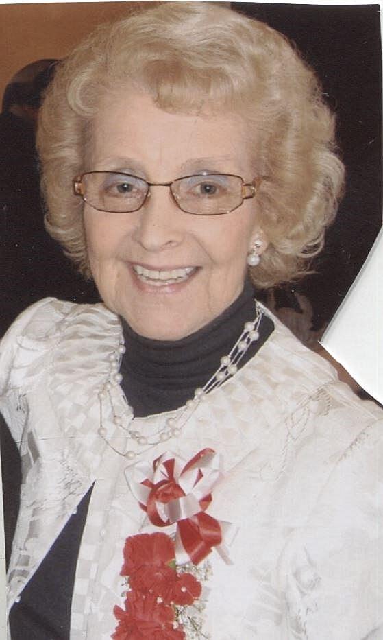 Gilda  Dennis