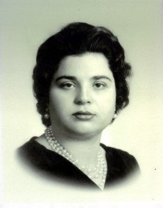 Stella  Danakas