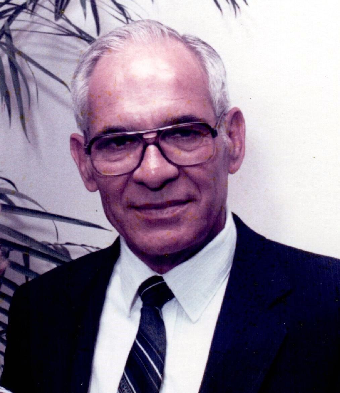 Robert E.  Raesz