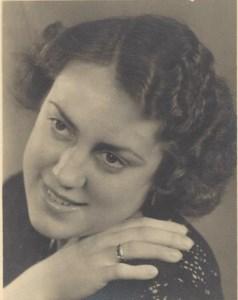 Anna R  Mishowe