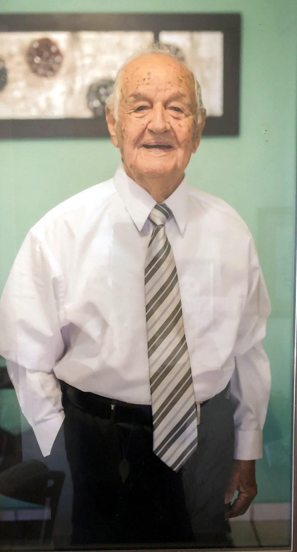 Sr.  José Carlos  De Windt Sicard