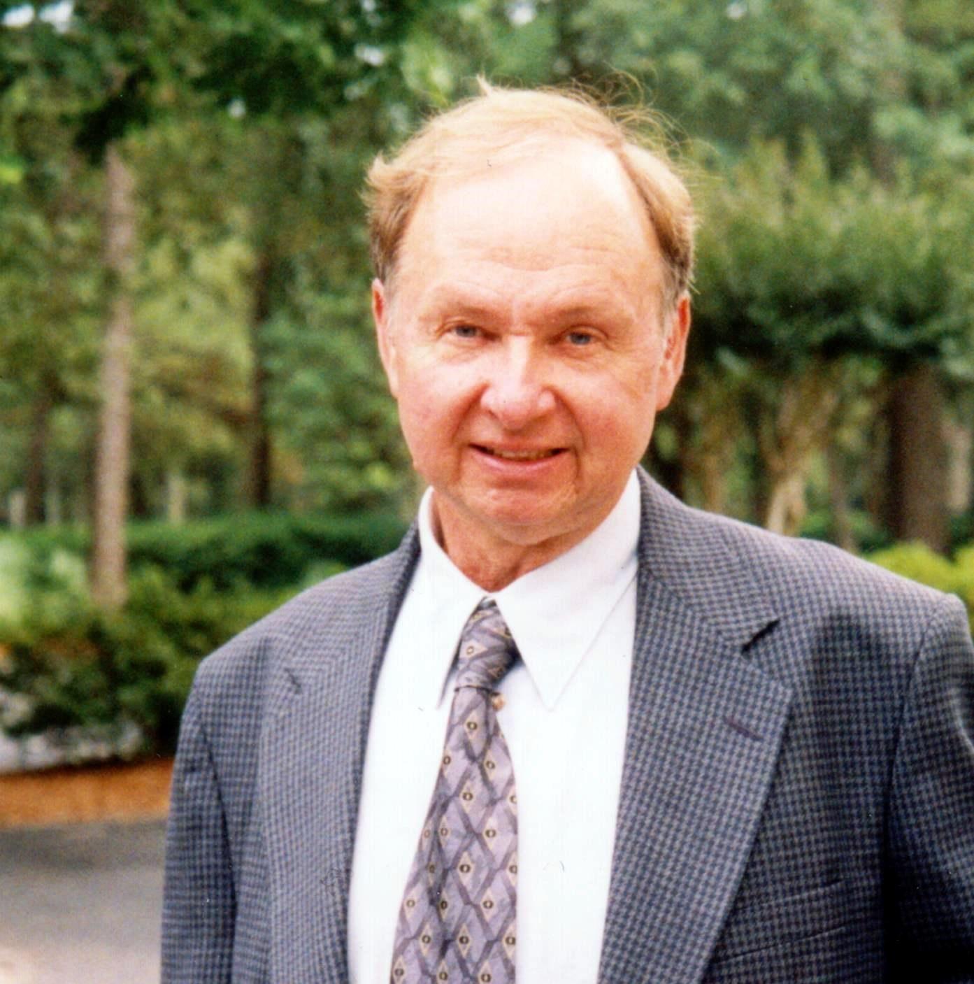 Karl R.  Boes