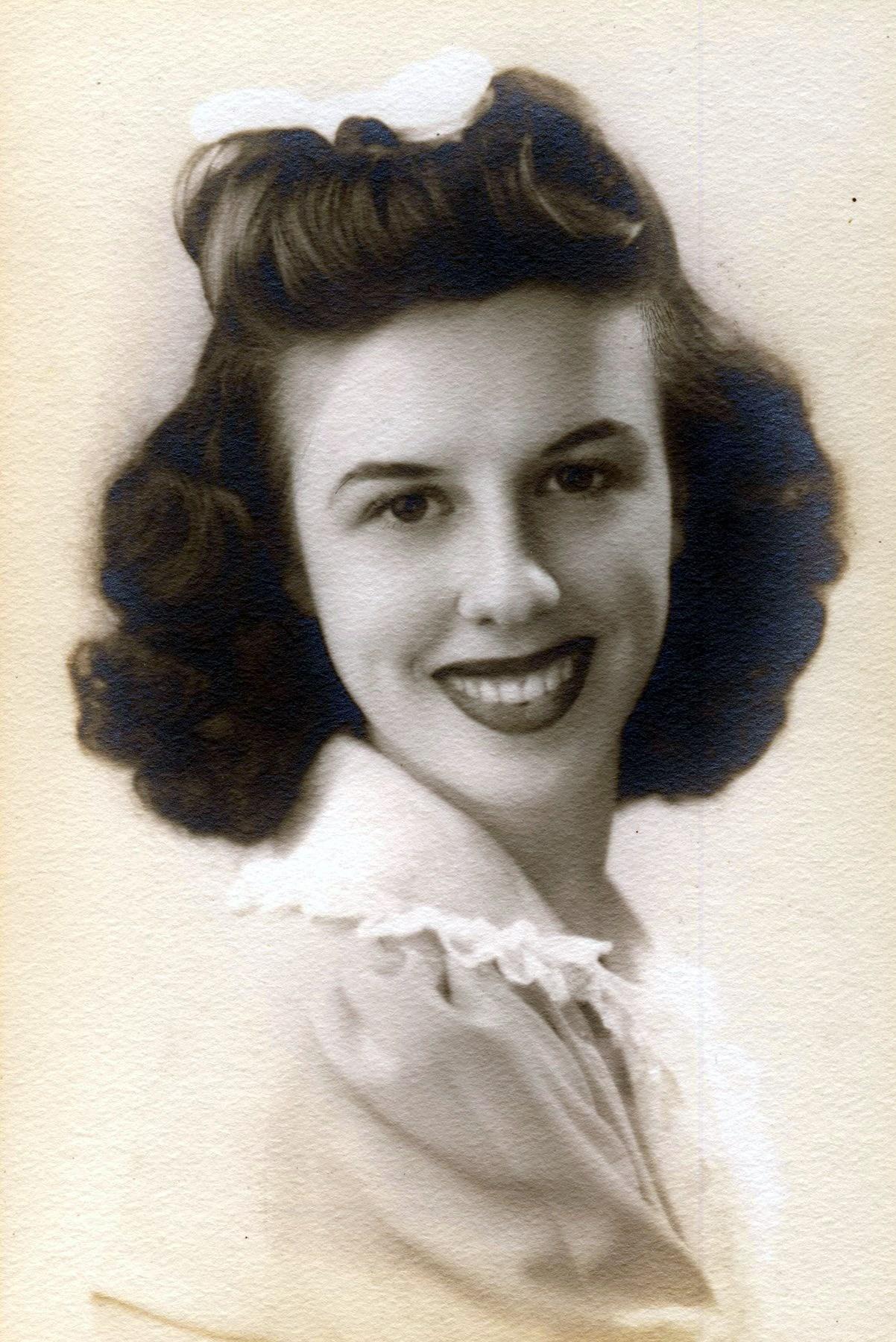 Marian Elizabeth  Holm