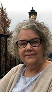 Mrs. Linda  Favre